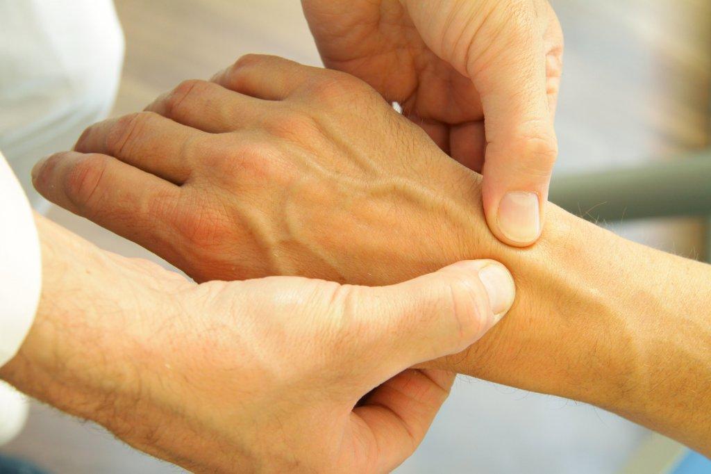 Чем лечить воспаление сустава кисти руки связки тазобедренного сустава