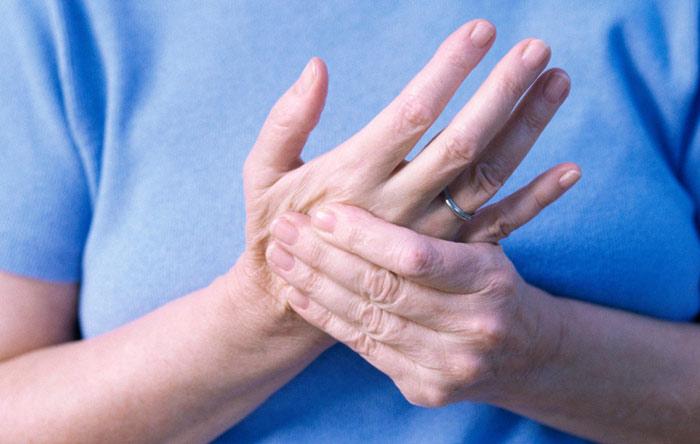 Боль в суставах пальцев и отдает в правое запястье височно-нижнечелюстной сустав шум в ухе